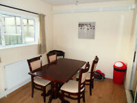 CLEAN AND SPACIOUS LARGE DOUBLE ROOM IN ILFORD