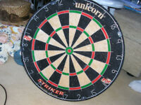 DART BOARD AND DARTS WITH CASE