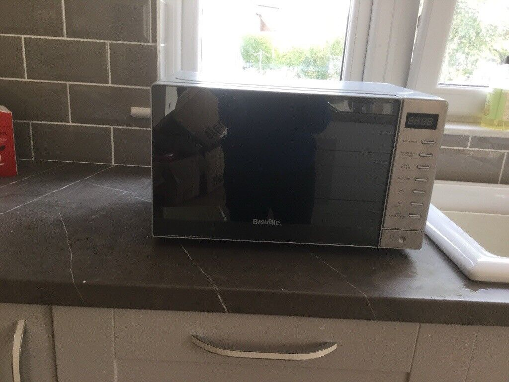 Breville 750-800W Microwave