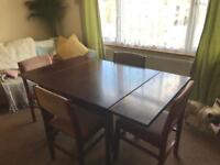 Table and chairs (extendable)