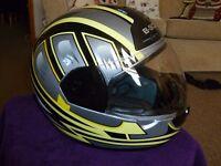 B Square integral crash helmet