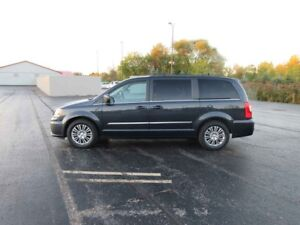 2014 Chrysler TOWN and COUNTRY TOURING FWD