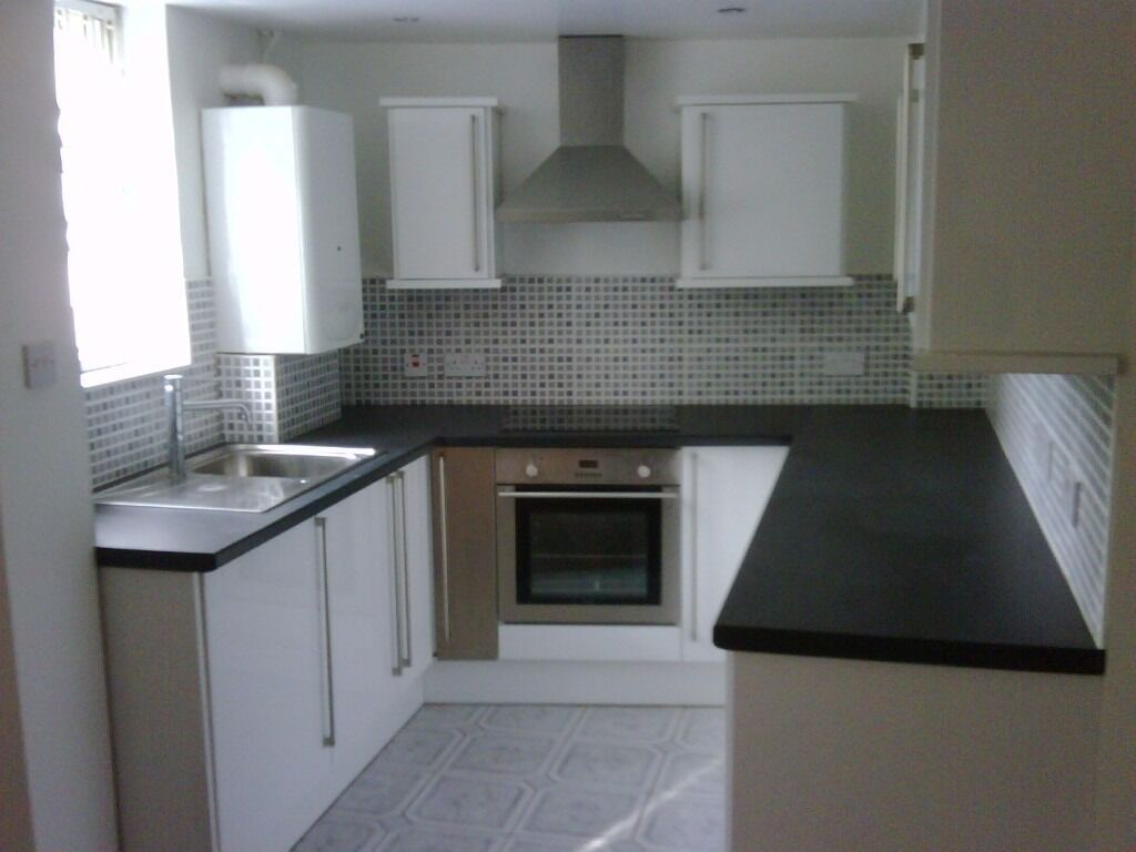 Huge 3 Bedrooom Flat Next To Balham Station Available Now!! £500 Per Week!!!
