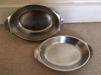 2 serving trays