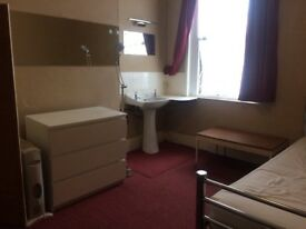 LARGE DOUBLE ROOM TO LET IN ILFORD IG1 3AL