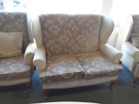 Lovely suite /sofa 2 + 1 + 1 FREE for uplift