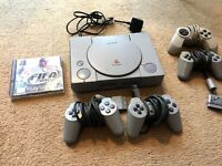 Playstation 1 Console + FIFA 2000 + Controllers RETRO