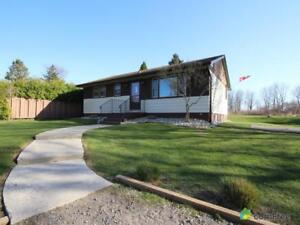 $475,000 - Bungalow for sale in Mount Hope