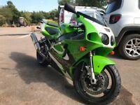 Mint condition Kawasaki ZX750-P6. 17,000 miles.Classic green, black + white colours