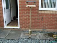 wooden bird table with slateroof free standing comes apaart for moving H 157cm see pic£18