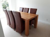 Solid Oak dinning room table woth chairs