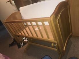 Newborn glider crib