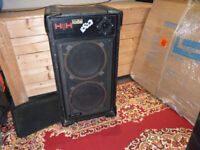 H H PRO 200. 200WATT SPEAKER CABINET WITH 2 12INCH SPEAKERS AND HORN.
