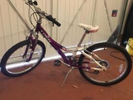 Girls Trek Bike MT220