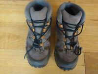 Salomon kids Gortex walking boots size UK 2 (Euro 34)