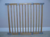 BABY DAN FLEXI FIT EXTENDING WOODEN SAFETY GATE