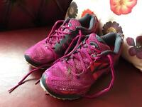 """Brooks """"Cascadia 9"""" trail running shoe (trainers). Adults size 4"""