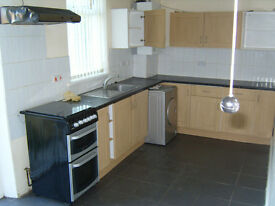L@@K TO LET 3 BEDROOM END TERRACE SPACIOUS FAMILY HOUSE NEWSOME NEAR TOWN/UNI FRONT & REAR GARDEN