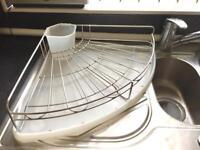 Corner dish drainer