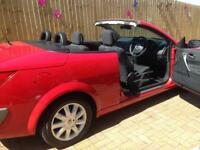 MEGANE COUPE-CABRIOLET. NEW SERVICE. 1.5 DCI CONVERTIBLE 4SEATS AND A SPACIOUS BOOT.