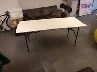 Fold up tressle table