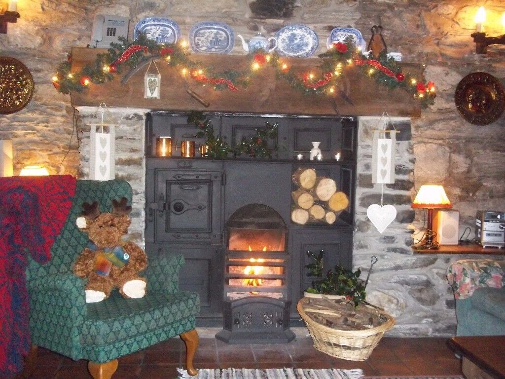 XMAS at Trad Welsh stone cottage, with spectacular lake views, Snowdonia Nat Park. near Betws y Coed