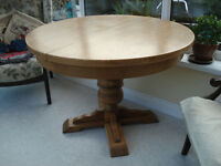 Large extendable round/oval dining table