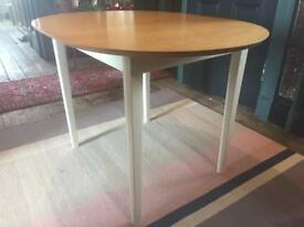 SOLD /// Solid wood / table / extending / 4-6 people