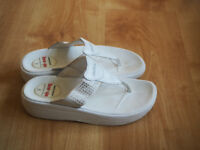 Ladies Skechers tone-ups white flip flop style sandals UK 5 EU 38