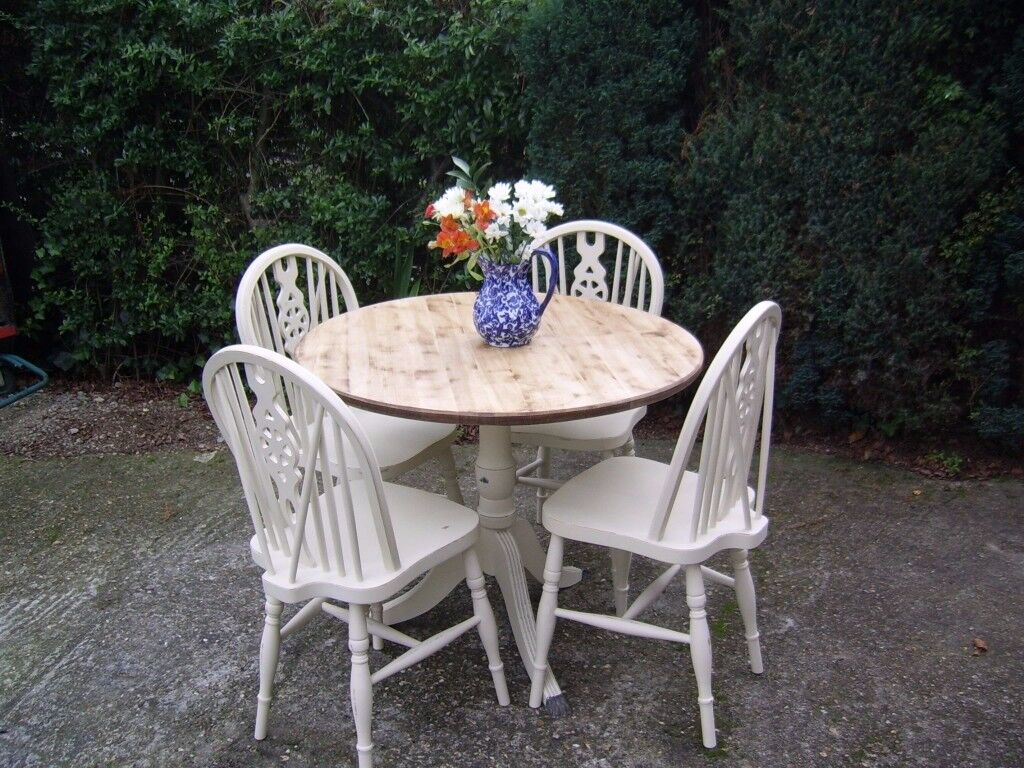 ROUND OAK TABLE AND FOUR WHEEL BACK CHAIRS