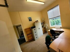 Office with 2 Meeting rooms for hire in Hendon (NW4)
