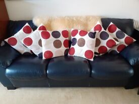Six cream and spotted cushions