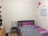 4 mins from walthamstow central station & off high street E17 perfect large double room to rent let