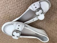 LADIES WHITE LEATHER FLATS, BRAND NEW, SIZE 7 AND HALF (8)