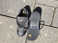 Pair of mens work boot/trainer's