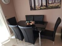 Immaculate condition table and 6 chairs!