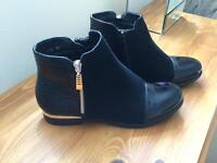 Blue Chelsea boot size 6