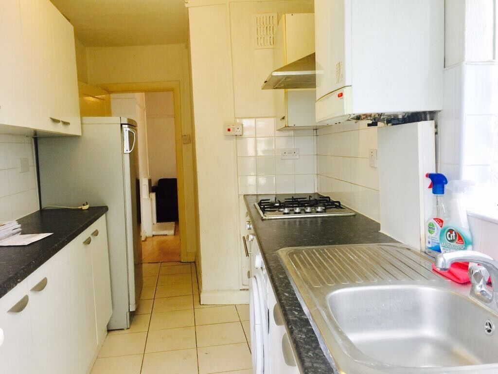 Image 1 of 6Two bedroom flat to Rent   Bath Road    1 200 DSS ACCEPTED   in  . Rooms To Rent Bath Road Heathrow. Home Design Ideas