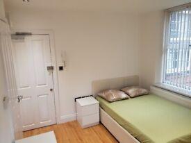En-suite room/studio.In Hendon Central.All bills included.