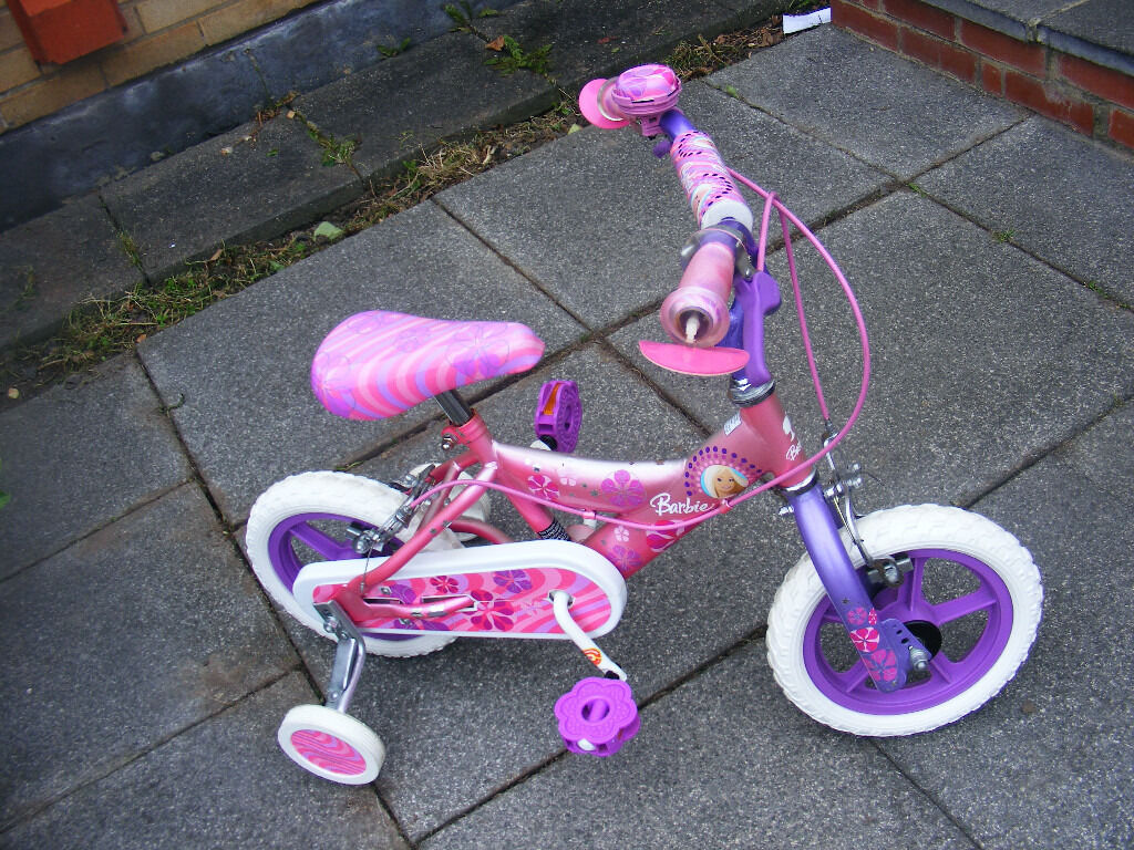 GIRLS BARBIE BIKE WITH FIITTED STABILISERS AGE 2-4+ HARDLY USED