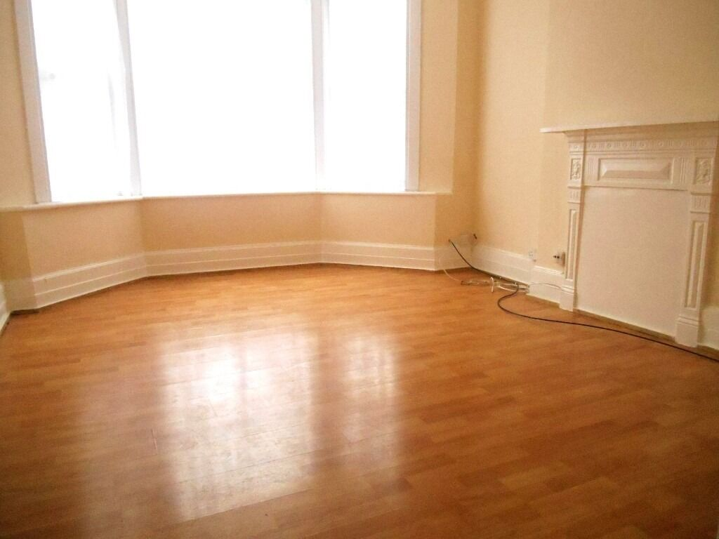 AMAZING BRIGHT 2 BEDROOM GARDEN FLAT NEAR ZONE 3/2 NIGHT TUBE, 24 HOUR BUSES & SHOPS