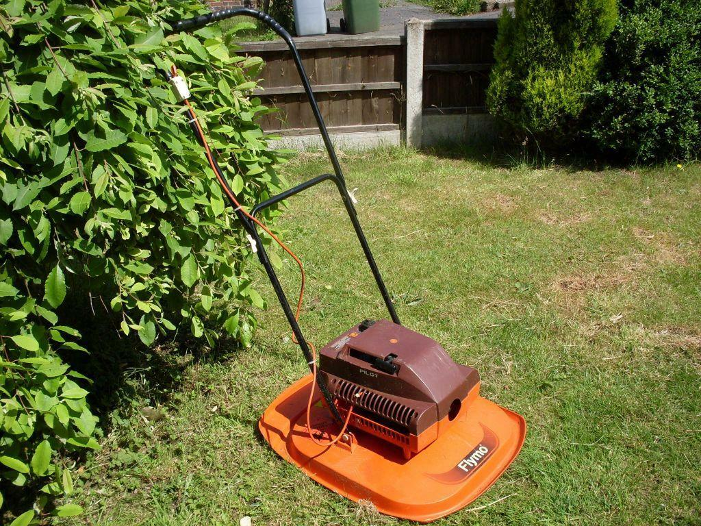 flymo petrol hover mower 18 cut in rainworth. Black Bedroom Furniture Sets. Home Design Ideas