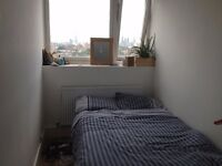 Single room double bed, 1 min Dlr Station, 10 min. Canary Wharf