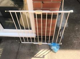 Extendable baby stair gate 62cm-102cm Lindam