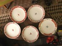 An attractive set of five Japanese Dinner Plates.
