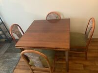 Extendable dining table (4-6)