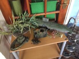Joblot of fish tank ornaments