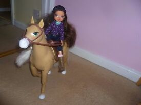 Moxie Girlz Horse Riding Club walking horse - Sophina and Cricket