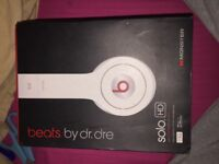 Solo beats by Dr Dre White headphones