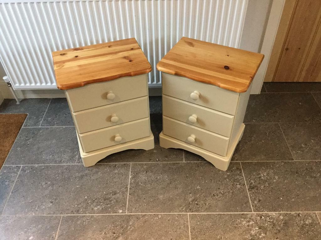 ❤️Lovely Pine Bedside Drawers x2❤️